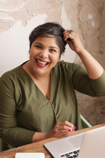 Diona González, psicóloga e hipnosis ericksoniana para niños y adolescentes en barcelona